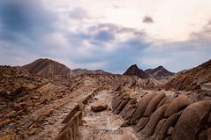 Cola de Dragón/ Dragon tail (Pomediouda) Tags: cola dragon tabernas desierto desert piedra roca arena roja nubes paisaje nikon d90 1855 18mm amanecer