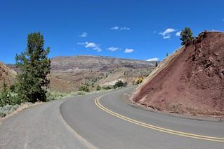 Road curve on Oregon 19