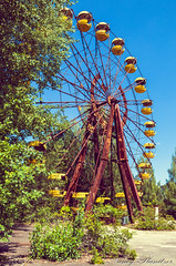the giant wheel nobody took to ride with (Planitzer Pictures) Tags: riesenrad wheel big ferris giant tschernobyl chernobyl pripyat prypjat bäume himmel blau gelb gondeln rust rost urbex urban exploring exploration decay verfall abandoned lost verlassen vergessen forgotten marode rotten canon