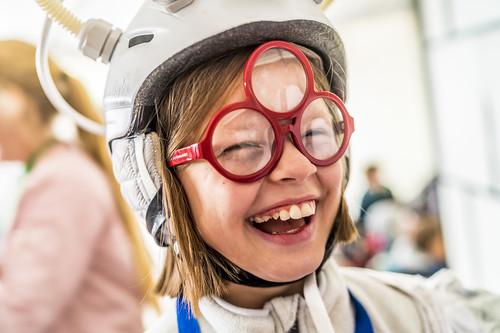 Elev med glasögon från Berättarministeriets Alien Supermarket