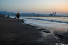 Con paso firme (josmanmelilla) Tags: malaga playas playa amaneceres amanecer mar agua pwmelilla flickphotowalk pwdmelilla pwdemelilla