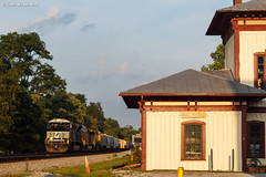 Golden Goods (nrvtrains) Tags: unionpacific goldenhour cambriast manifest cambria depot christiansburgdistrict norfolksouthern 165 christiansburg virginia unitedstates us