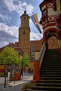 An der Rathaus-Treppe