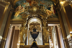 Palais Garnier, Paris : le grand foyer (détail) (philippeguillot21) Tags: statue sculpture dorure palais opéra garnier paris capitale france europe pixelistes canon