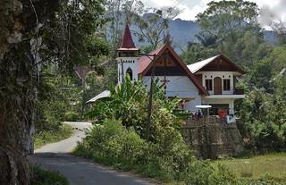 INDONESIEN; SULAWESI, Tanah Toraja  ,  Viele Torajas sind ( auch) Christen , man kann tatsächlich ab und zu eine Kirche sehen, 17620/10629