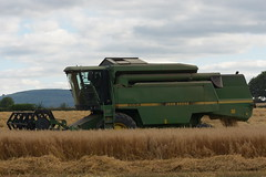 John Deere 2054 Combine Harvester cutting Spring Oats (Shane Casey CK25) Tags: john deere 2054 combine harvester cutting spring oats jd green castletownroche grain harvest grain2018 grain18 harvest2018 harvest18 corn2018 corn crop tillage crops cereal cereals golden straw dust chaff county cork ireland irish farm farmer farming agri agriculture contractor field ground soil earth work working horse power horsepower hp pull pulling cut knife blade blades machine machinery collect collecting mähdrescher cosechadora moissonneusebatteuse kombajny zbożowe kombajn maaidorser mietitrebbia nikon d7200