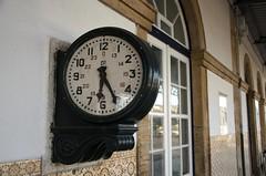 DSC_5513 (teylorbruno) Tags: clock torresvedras relogio trainstation cp comboiosdeportugal estacao hours minutes time