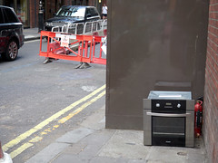 Marylebone Lane. 20180820T16-13-20Z (fitzrovialitter) Tags: peterfoster fitzrovialitter city camden westminster streets rubbish litter dumping flytipping trash garbage urban street environment london fitzrovia streetphotography documentary authenticstreet reportage photojournalism editorial captureone olympusem1markii mzuiko 1240mmpro microfourthirds mft m43 μ43 μft geotagged oitrack exiftool linearresponse