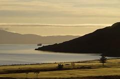 Early light (Sundornvic) Tags: isle skye scottland island mountains morning light sun shine water rocks wild