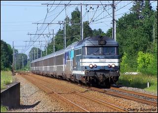 La BB 67612 arrive bientot à son terminus Bordeaux-St-Jean, Ste-Eulalie-Carbon-Blanc le 08 juin 2007, train Nantes - Bordeaux-St-Jean.