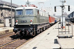 Deutsche Bundesbahn (German Federal Railways) - Munich Central Station in 1962 - DB Class E41 electric locomotive Nr. E41 214 and passenger train (color slide) (HISTORICAL RAILWAY IMAGES) Tags: db bundesbahn train zug eisenbahn munich bahnhof station locomotive 1962 münchen e41 e141 hbf