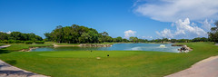 Golf Course (Classicpixel (Eric Galton) Photography Portfolio) Tags: landscape paysage herbe grass vert green mexique mexico playadelcarmen hardrock sky ciel nuage clouds sport golf lake lac marredeau pound fountain fontaine ericgalton classicpixel olympus em10mkii