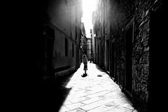 Lucca, Italy (Uwe Printz) Tags: leicam10 20180602 italia italien italy leica lucca m10 toskana tuscany street blackwhite bw