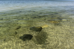 clear water (TAC.Photography) Tags: shoreline saginawbay clear rocks smooth smoothwater clearwater nikon nikoncamera tomclarknet tacphotography