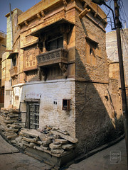 Upwardly Mobile in Jaisalmer (shapeshift) Tags: jaisalmer rajasthan india in architecture house shapeshiftnet shapeshift davidphamsf davidpham carved carvedsandstone carvedstone thegoldencity sandstone balcony corner alley alleys alleyways iphone iphonex iphonexphoto iphonexphotography iphonephoto iphonephotography alleysofindia documentary storiesofindia indiastories