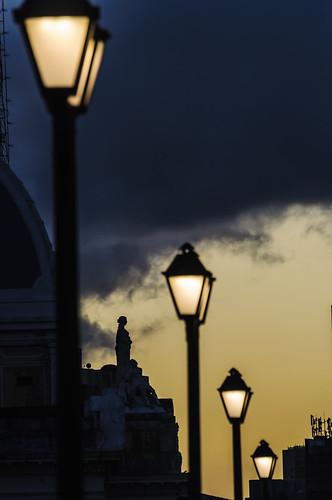 THE LIGHTS GUARDIAN / A GUARDIÃ DAS LUZES