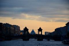 Sur le canal au crépuscule (RarOiseau) Tags: russie saintpétersbourg rivière canal couchant pont église saariysqualitypictures