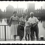 Archiv P954 Familienfoto, Frankfurt-Oberrad, 18. August 1960 thumbnail