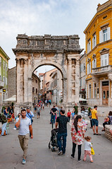 _DSC2528.jpg (matipl) Tags: square citygate oldtown people romanarchitecture pula croatia europe triumphalarch hrvatska istriacounty hr