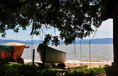 posso sentir o (teu) cheiro, Verão!! (Ruby Ferreira ®) Tags: trees shadows sombras bay baía boats hills layers montains