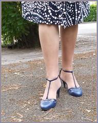 2018 - 08 -  Karoll  - 551 (Karoll le bihan) Tags: escarpins shoes stilettos heels chaussures pumps schuhe stöckelschuh pantyhose highheel collants bas strumpfhosen talonshauts highheels stockings tights