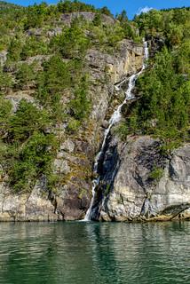 Waterfall in Eidfjorden - Foss i Eidfjorden