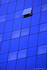 Azul (7813) (carpomares) Tags: azul blue glass window vidrio cristal reflejos reflections reflex