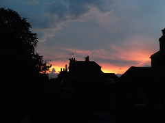 Winchester Sunset (catrionatv) Tags: houses chimneys aerials horizon tree winchester sunset colours twilight clouds