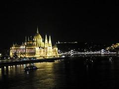 Budapest by night (Shahrazad26) Tags: danube danu donau budapest boedapest hongarije hungary ungarn magyarország nightshot nachtopname rivier rio river parlementsgebouw parliamentbuilding