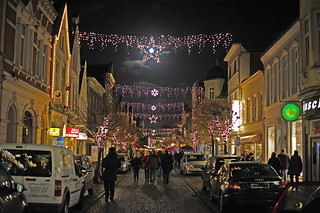 X-Mas decorations in the city of Leer (East Frisia) and the full moon was a part of it :-)