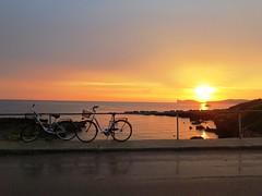 in due al tramonto (giòvanna) Tags: sardegna alghero mare orizzonte cielo panorama due biciclette tramonto calabona crepuscolo