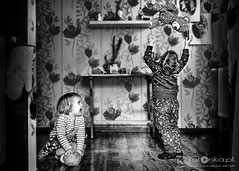 Dzieci (fotonka.pl) Tags: portraits portrait funny art fun wilgosz wwwkochamylaurepl blog rodzina family familyphoto familyphotographer familyphotography familyphotos kids kid kidsphotos kidsphoto kidsphotographer kidsphotography children child childrenphotographer childrenphotos childrenphotography childrenphoto childhood photography photographer photo photos people ludzie dzieci dziecko dziecinstwo babyphotos babyphoto baby canon canoneos6d memories childmemories childhoodmemories bw bwphoto bwphotos blackandwhite black blackandwhitephotography blackandwhitephotos blackandwhitephoto monochrome window smile happy happyness fotonka