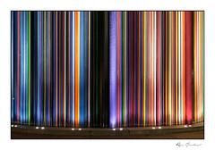 La tour Moretti et ses projecteurs (Rémi Marchand) Tags: tourmoretti ladéfense nuit couleurs canon5dmarkiii lumière urbain cheminéemoretti raymondmoretti oeuvredartdeladéfense parisladéfense puteaux îledefrance ville