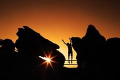 libre ! (alestaleiro) Tags: silouhette silouhettes silueta sol sole sun soleil salto jump alegría contraluz controluce contrejour alestaleiro alejandroolivera alejandrooliveraphotography ocaso sunset coucherdusoleil