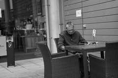 Table No 7 (Bury Gardener) Tags: burystedmunds bw blackandwhite suffolk streetphotography street streetcandids snaps strangers candid people peoplewatching folks england eastanglia uk britain nikond7200 nikon 2018 arc thearc