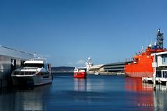 20180909-01-Red boats (Roger T Wong) Tags: 2018 australia hobart rogertwong sel24105g sony24105 sonya7iii sonyalpha7iii sonyfe24105mmf4goss sonyilce7m3 tasmania boats red waterfront
