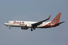 9M-LNC Boeing 737-800, Batik Air, Singapore (ColinParker777) Tags: 9mlnc batik malindo od mxd 38314 6117 air airlines airways airliner boeing 737 738 737800 7378gp pig malaysia aircraft airplane aeroplane plane flight fly flying landing finals approach sky wsss sin singapore changi airport 5d 5d3 5dmk3 5dmkiii 5diii 200400 l lens zoom telephoto