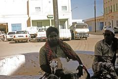 Shibam - man with a goat (motohakone) Tags: jemen yemen arabia arabien dia slide digitalisiert digitized 1992 westasien westernasia ٱلْيَمَن alyaman kodachrome paperframe