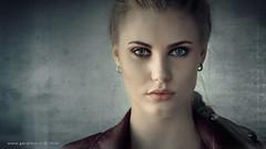Evelyn . . . (Geraldos ) Tags: evelien portrait portret eyes light naturallight indoor mood atmosphere expression nikon105mmf2ddc nikon d850 geraldos geraldemming