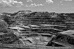 Mina de cerro Colorado. (rickyone_dh) Tags: bn bw blancoynegro blackandwhite riotinto cerrocolorado minas mine rickyone samsung nx30 50200 darktable