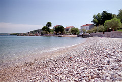 Summer bokeh (elkarrde) Tags: sea summer pebbles beach town adriatic adriaticsea preko croatia bokeh summertime depthoffield shallowdepthoffield dof bokehlicious sky sunny august summer2018 august2018 pentaxmx pentax mx filmcamera camera:brand=pentax camera:model=mx camera:format=135 camera:mount=k camera:type=slr smcpentaxm12835mm smcpentaxm35mmf28 3528 m3528 lens:brand=pentax lens:model=smcpentaxm12835mm lens:mount=k lens:format=135 lens:focallength=35mm lens:maxaperture=28 agfaphotovista200 agfavista200 200asa agfavista film:brand=agfa film:model=vista200 film:basesensitivity=200 film:process=c41 polarizer polarizingfilter location:country=croatia location:city=preko c41 colornegativefilm filmisnotdead filmisalive scanner:brand=plustek scanner:model=opticfilm8100 analoguephotography analogphotography filmphotography analogue film plustek opticfilm8100 plustekopticfilm8100 vuescanx6492