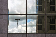 20-101 (roberke) Tags: ramen vensters windows reflections reflecties reflectie facade gevel wall sky lucht clouds wolken vuil dirty parijs paris