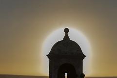 Contraluz (José M. Arboleda) Tags: arquitectura garita muralla cielo sol atardecer puestadelsol contraluz cartagena bolívar colombia canon eos 5d markiv ef70200mmf4lisusm14x josémarboledac