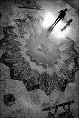 when flowers bloom (bostankorkulugu) Tags: ontario canada toronto fatheranddaughter royalontariomuseum rom dad girl child silhouette walk light dark darkness pattern flower ground marble museum