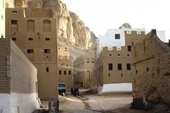 Street (motohakone) Tags: jemen yemen arabia arabien dia slide digitalisiert digitized 1992 westasien westernasia ٱلْيَمَن alyaman