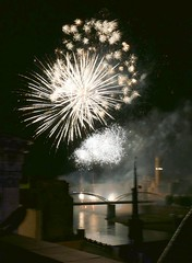 Fireworks, Festa de la Cinta 2018 (Marlis1) Tags: tortosacataluñaespaña marlis1 rioebro ebroriver reflections fireworks feuerwerk nightshots nachtaufnahmen