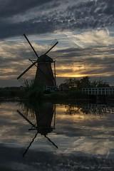 Kinderdijk Molen (vanregemoorter) Tags: moulin night landscape paysage ciel reflection reflet holland