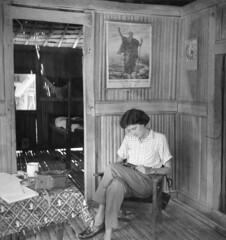 Album1-036b Sabron 1957 (Stichting Papua Erfgoed) Tags: sabron stichtingpapuaerfgoed pace jantheovanlogchem papuaheritagefoundation papua irianjaya voormalignederlandsnieuwguinea nederlandsnieuwguinea irianbarat anthonyvankampen