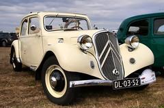 Citroën Traction Avant 7C Découvrable (Skylark92) Tags: citroën water forest boat sky grass gelderland maurik van eiland window windshield tree building car road citroen jaar 100 holland netherlands nederland vehicle traction avant 7c découvrable dl0352 1937