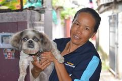 lady and her decoy (the foreign photographer - ฝรั่งถ่) Tags: shih tzu dog lady khlong thanon portraits bangkhen bangken bangkok nikon d3200 decoy